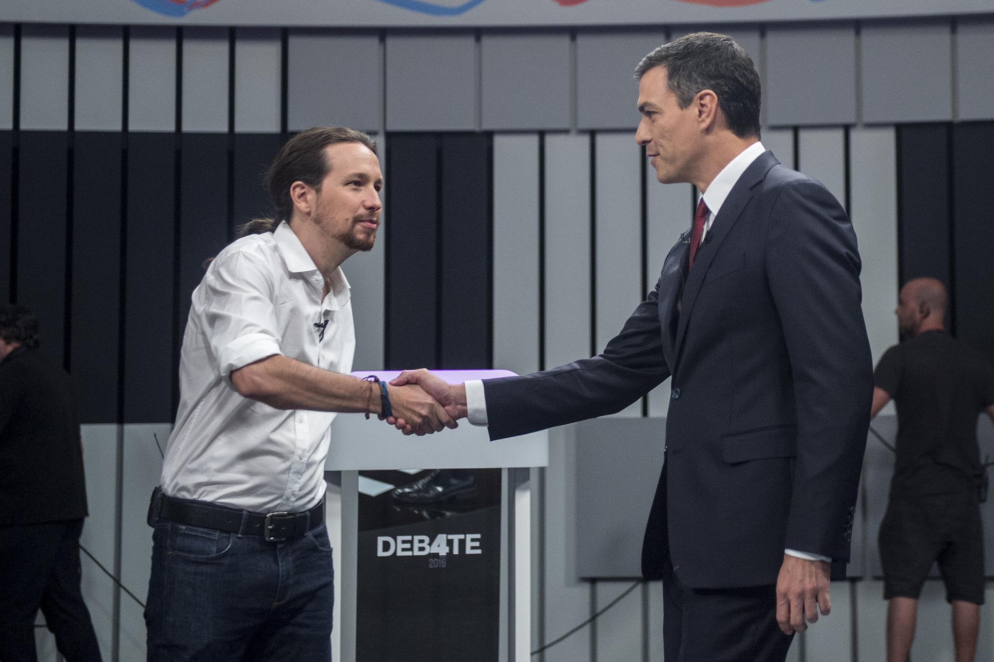 Pablo Iglesias y Pedro Sánchez en el debate 13J