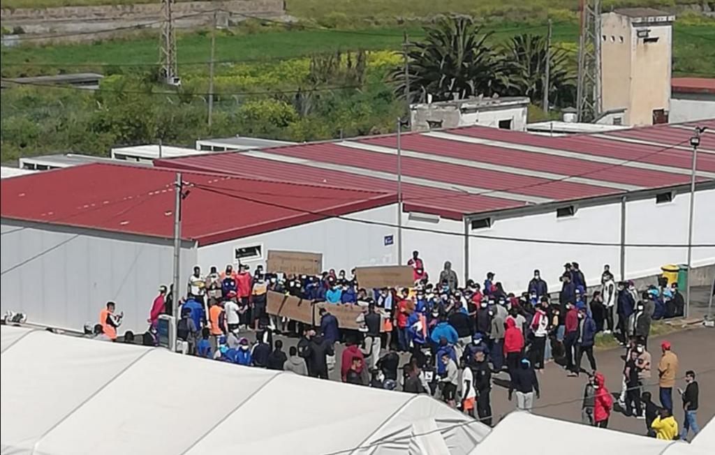 Campamento las raices Asamblea migrantes tenerife