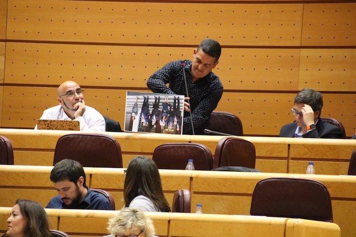 Carles Mulet  Compromis - foto boca abajo Senado
