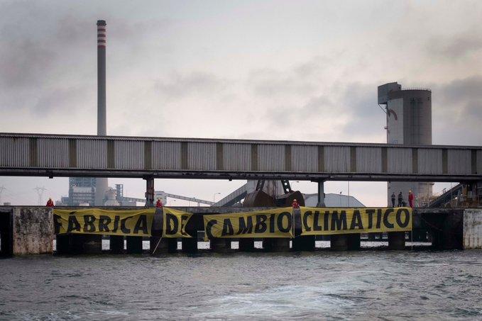 Greenpeace exige el cierre de la central térmica de carbón de Los Barrios
