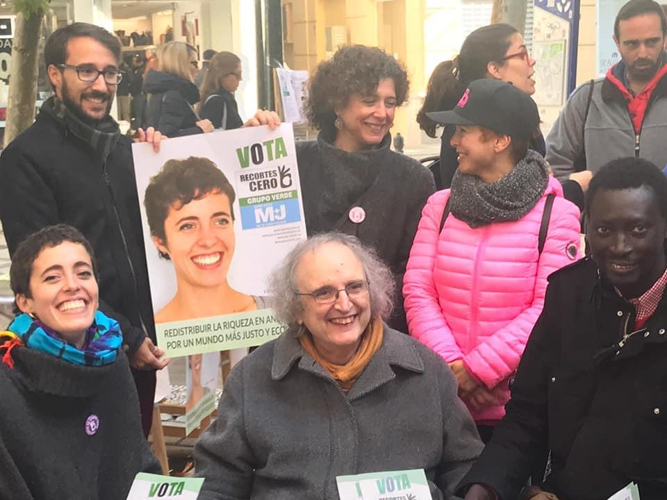 Kim Perez activista trans 80 años con recortes cero