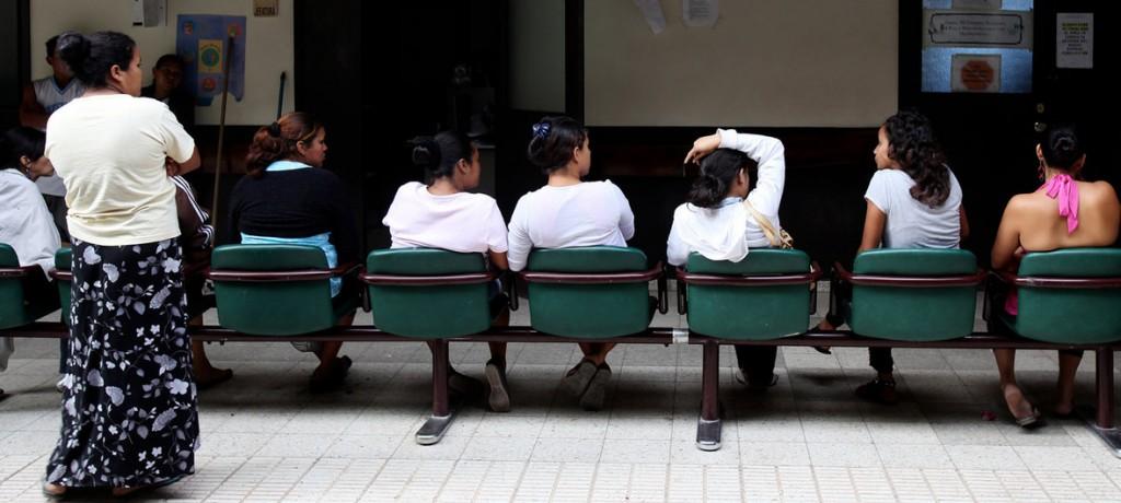 Fuente: OPS/OMS. Sala de espera del hospital materno-infantil San Felipe en Tegucigalpa Honduras