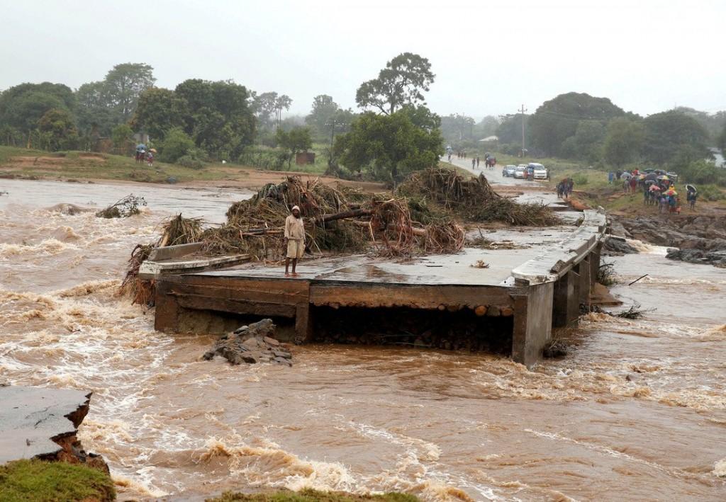 Oxfam Intermón. Corte de carretera tras el ciclón Idai
