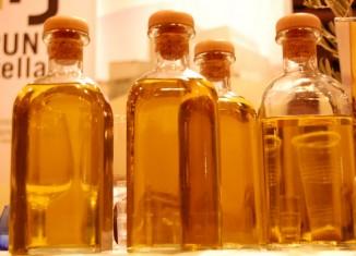 aciete,oliva,botella,agroalimentario,aceitero