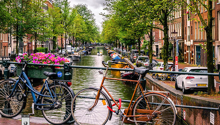 amsterdam-canal-bicicleta
