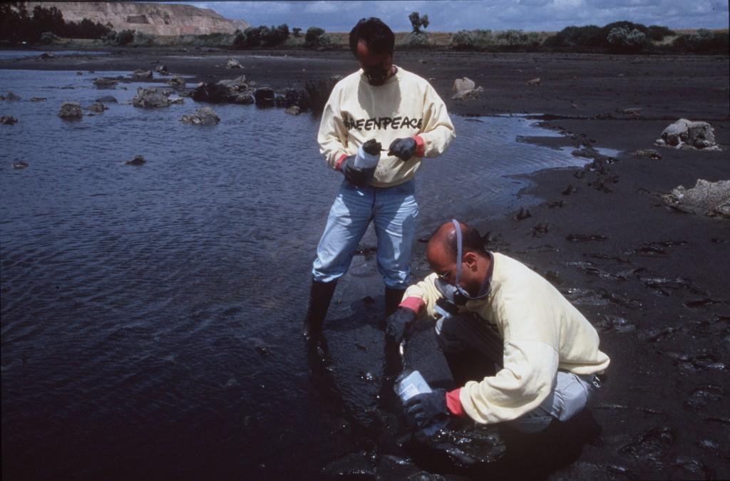1998/06/15: Coto Doñana  El Parque Nacional de Doñana sufrió el 25 de abril de 1998 el desastre ecológico más importante de su historia. La rotura de una presa en las minas de Aznalcóllar (Sevilla) provocó el vertido de 5 millones de metros cúbicos de residuos tóxicos sobre el entorno del parque. Daniel Beltra/Greenpeace