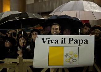 papa roma pancarta