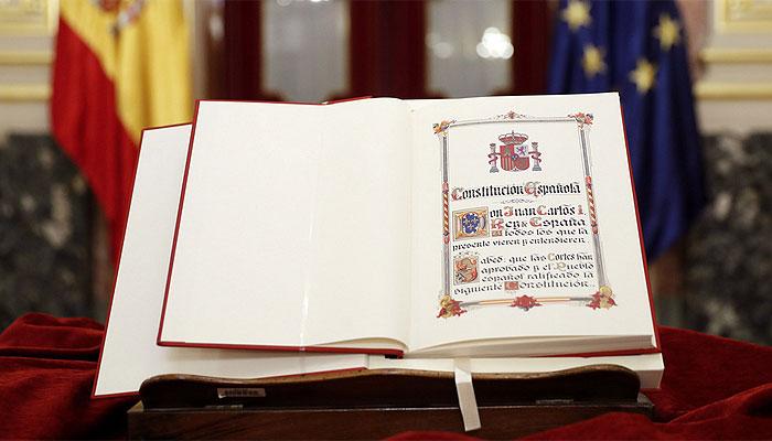 constitucion-esp-libro-atril