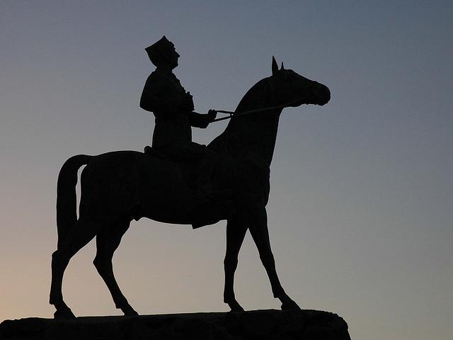 estatua contraluz