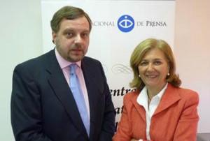 Carmen Enríquez (CIP) junto a Gustavo de Arístegui [FOTO:CIP]