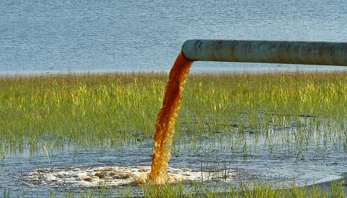 vertido-agua-contaminada